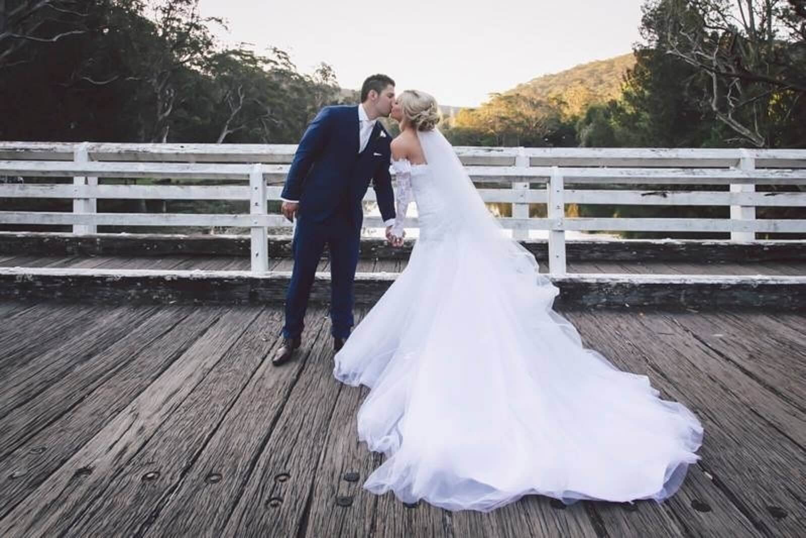couple kissing in photo